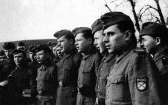 Поющие солдаты власовской армии. 1944—1945 гг.