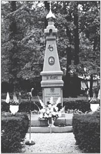 Единственный памятник участникам антисталинского Освободительного движения на русском кладбище Ново-Дивеево близ Нанует (штат Нью-Йорк, США)