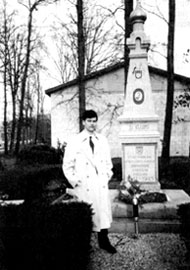 Памятник участникам Освободительного движения Народов России на русском кладбище в Ново-Дивеево под Нью-Йорком. 1995 г.