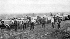 Первая тракторная колонна МТС. 1928 г.