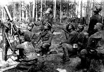 Стрелки 5-го Земгальского полка сбивают немецкий аэроплан