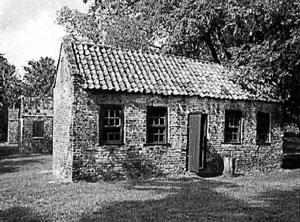 В такой хижине жила семья рабов